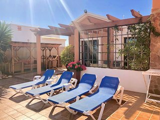 Air Conditioned Villa, Heated Pool, Jacuzzi, Fab Garden, Backing Golf Course.