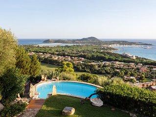 Magnifica villa con vista mare mozzafiato, piscina panoramica, giardino e WI-FI