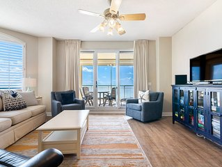 Bright & Sunny Beach Colony Condo, Directly Beachfront Amazing Views!