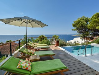 100m away from the beach, infinity pool, quiet location, close to the city.