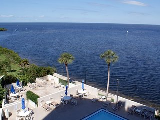 LUXURY CORNER-UNIT WITH DIRECT GULF VIEWS! 2 BALCONIES! 5 STAR RATED!