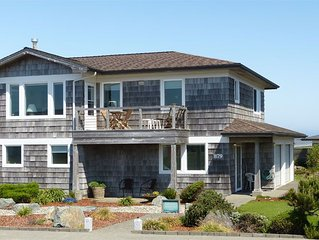 Ocean and Seastack View Townhouse on Coquille Point