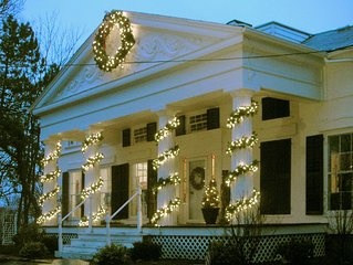 Home for the Holidays Spectacular Historic Mansion Overlooking Niagara Gorge