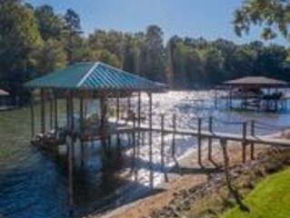 Lake Norman Luxury - 6 Sleeping Areas, 5ba - gourmet kitchen w great amenities