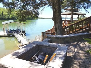 ** Specials for 3 days** Lakefront fire pit gazebo and private dock