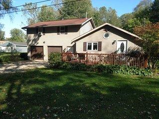 Large lake access cottage.  Pontoon rental Available.