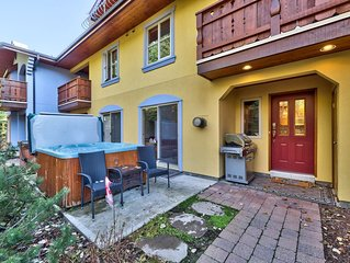 Beautiful 2 Bedroom Townhouse, close to the village, and hiking/biking trails  .