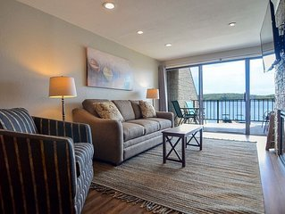 202B- Lakefront condo, sleeps 4, recently renovated w/ king size bed!