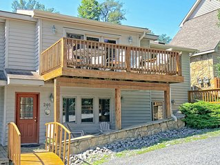 This cozy duplex is centrally located to all the activities Deep Creek has to o