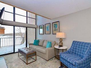 301D- 2 bedroom/2 bath lakefront condo, offers free WiFi!