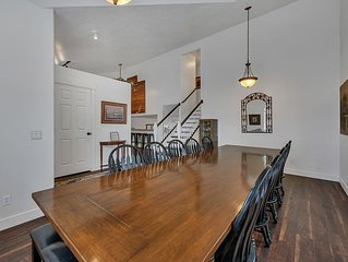 Provo Peach House- Sleeps 18
