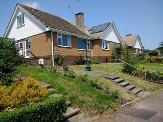 ' NEW 2019'  PENLEE 3 Bedroom Dormer Bungalow- Suit up 6 Close to Beach & Town