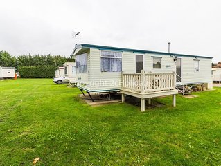 Dog friendly caravan to hire in Norfolk near the Norfolk Broads ref 10101