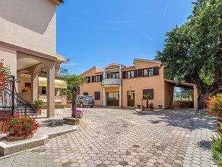 Appartement nur 500 Meter bis zum Sandstrand mit Klima, WLAN, Terrasse, Grill