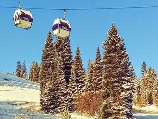 True SKI IN/OUT&GREAT VIEW of slopes, gondola from every window & bed & balcony!