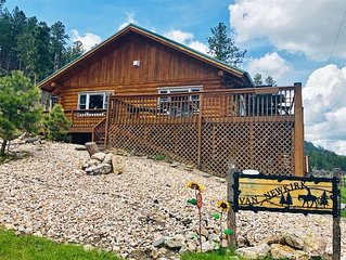 Cabin with a View of Harney Peak and Close to all Black Hills Attractions
