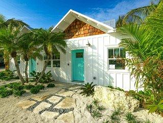 New Villa so close to Beach! Beautiful Decor and Amazing Pool Area!