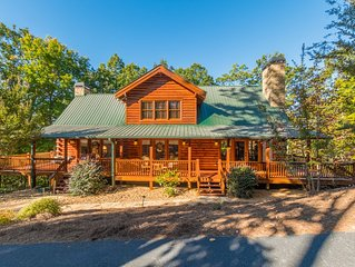 ♛ Rustic Chic Log Cabin, Fireplaces, Hot Tub, Wraparound Deck, Near Wineries ♛
