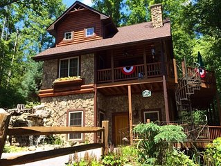 Welcoming Treetop Cabin Steps From Watauga Lake! Perfect Autumn Escape!