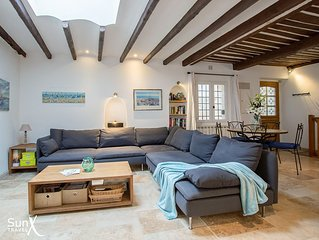 Charming 3-bed house in old town Antibes with terrace, parking & aircon