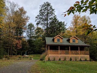 True Log House-4BR+Loft/2BA , Game Rm, Close to Lake.