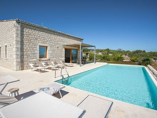 Villa for families, wheelchair accessible, private pool, garden, bbq, free wi-fi