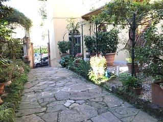 Charming flat full of light with garden in the centre of Florence
