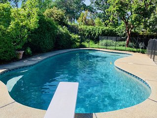 Beautiful Peaceful 4 Bedroom w Heated (Apr-Oct) Gorgeous Pool