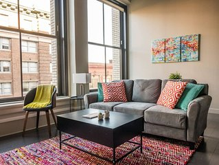 Colorful 1BR Apt in Garment District near All
