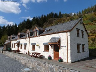 This tranquil and peaceful cottage overlooking the small village of Penmachno is