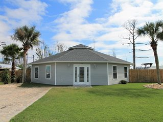 MODERN, SPACIOUS WITH GREAT FLOOR PLAN! OPTION TO RENT GOLF CART!