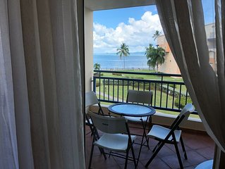 Beachfront condo, WiFi, Golf and amazing views on a secure location, sleeps 6.