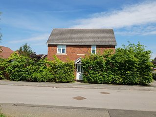 5 Star Hospitality Guaranteed! Self-catering-Entire House-Corby, Kettering