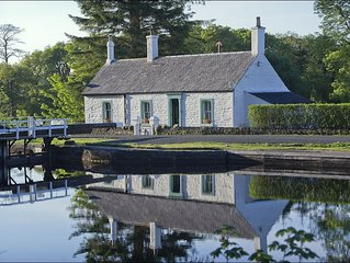 Bannatyne Cottage -  a scottish canal that sleeps 4 guests  in 2 bedrooms