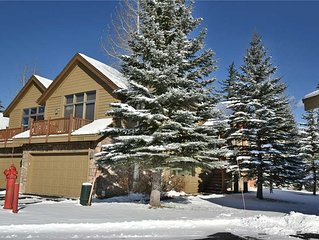 Private Hot Tub, Garage, Mountain Views, Gas Fireplace, Lift Chairs. Easy Drive