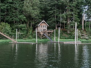 Cottage on the Lake - boat access only