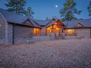Spacious Lodge - Modern Rustic Design (Sleeps Up To 14,  Game Area, Bonus Room)