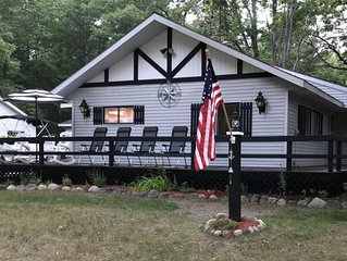 Beautiful Cottage Just minutes from The Twin Lakes & Beach