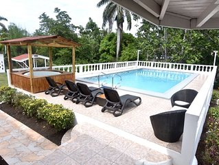 Spacious contemporary Studio Apartment with swimming pool 5 mins walk from beach
