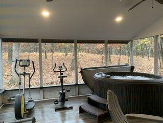 Pocono getaway/ hot tub sauna fire pit game room