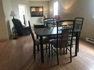 C3 - Large unshared downtown 1 Queen Bedroom apartment
