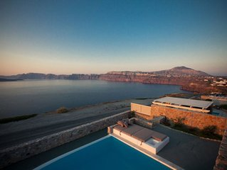 AN UNFORGETTABLE, MAGICAL, UNIQUE EXPERIENCE IN SANTORINI! 5 BEDROOMS 4 BATHROOM