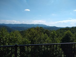 Valle View- 4bd/4.5ba Woodburning Fireplace - Amazing Mountain Views- Hot Tub