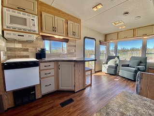 Wine Country RV ~ Across from Paschal Winery ~ Minutes to Ashland