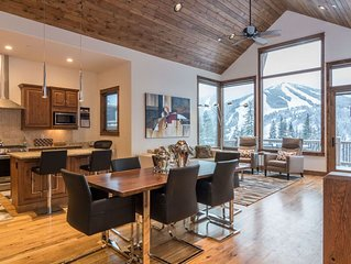Amazing Decor | Two Lounges | Private Hot Tub | Slope Views