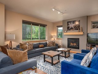 Gorgeous Condo | Private Views from Balcony | Pool + Hot Tub + Clubhouse!