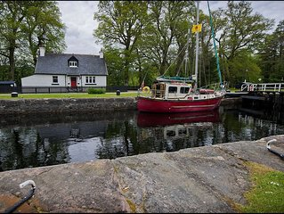 Vatersay Cottage -  a scottish canal that sleeps 5 guests  in 3 bedrooms