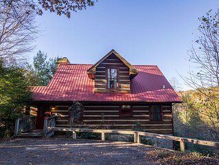 River Ridge - 3 story log cabin with Hot Tub - Pet Friendly - Walk to the New Ri