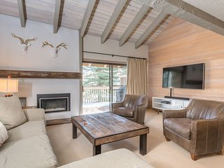 Sunny slope-side Condo with private deck and WiFi, near Dollar Mountain