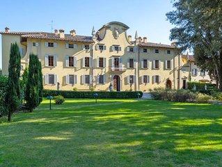 13 bedroom Villa, sleeps 26 with Pool and FREE WiFi